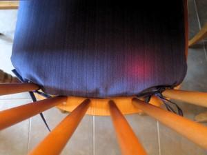 Une lueur rouge à peine visible indique que ce coussin à quelquechose de spécial...